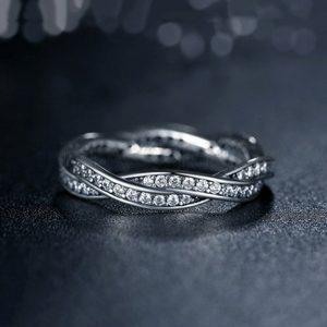 elegancki srebrny pierścionek